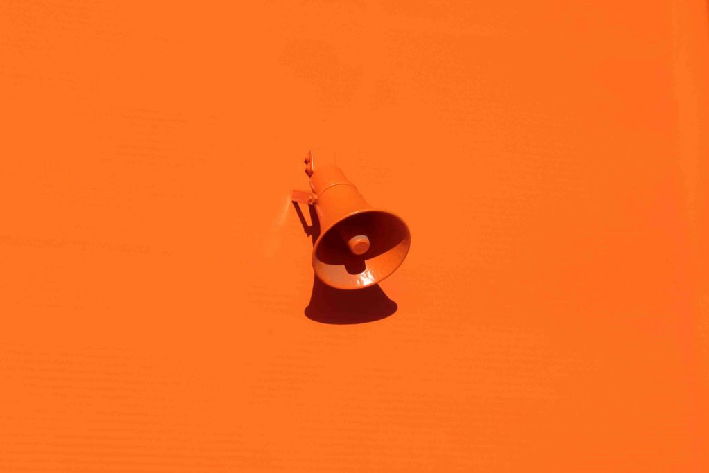 Autoparlante arancione